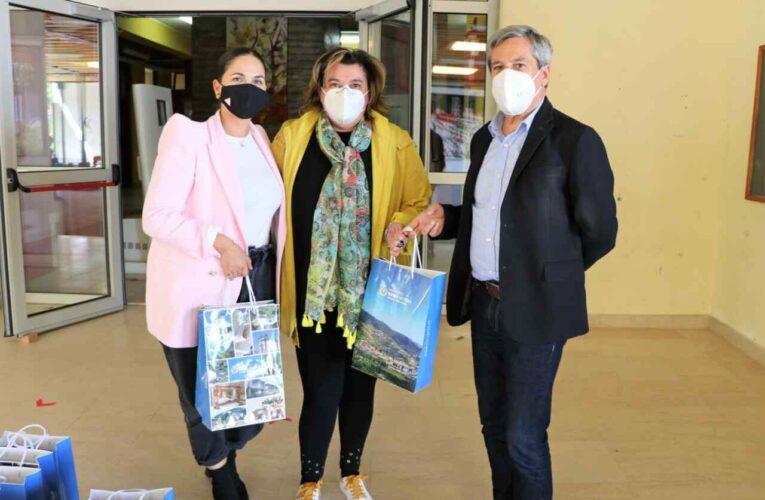 Município de Ribeira de Pena entregou máscaras reutilizáveis e álcool-gel a alunos do agrupamento de escolas